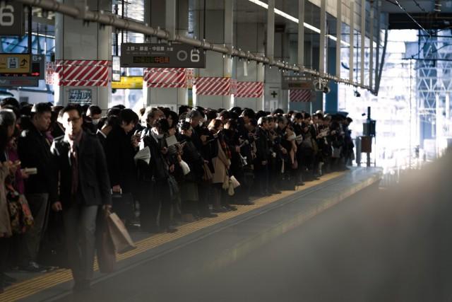 電車通勤で座れないし、満員電車でギュウギュウ