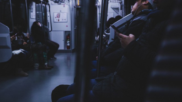 電車通勤で座れないけど身動きはラクラクできる