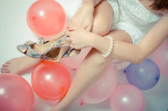立食パーティーの靴やアクセサリー
