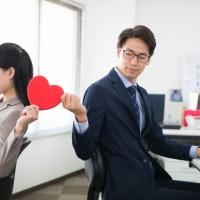 【社内恋愛】脈ありサインやアプローチ方法、気をつけたい点を解説