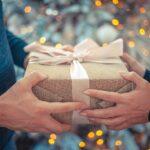 付き合う前のプレゼントは重要!女性が喜ぶものや避けるべき贈り物も紹介
